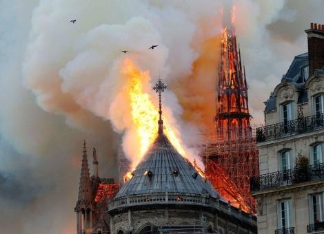 科学灭火挽救巴黎圣母院,大疆无人机辅助火情观测