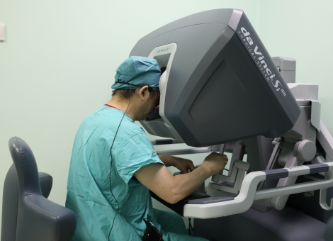 走近做手术的机器人 目前全国不到100台