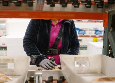 这款可穿戴设备能防工伤 却被担忧监控工人劳动效率