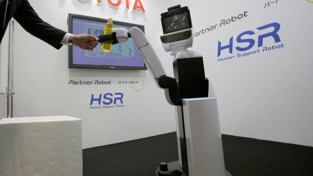 丰田机器人2年内也许会走进医院养老院 能收拾房屋送餐