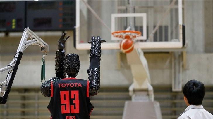 丰田篮球机器人创世界纪录:连续罚球2020次